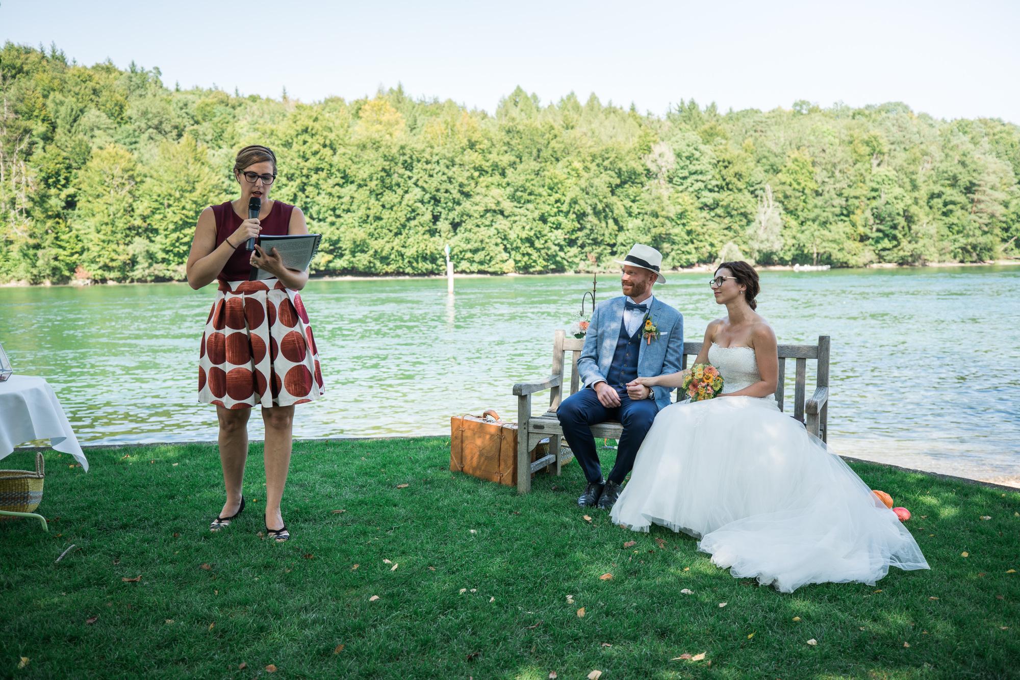 cérémonie laïque en Suisse, cérémonie au bord du Rhin, mariage Suisse