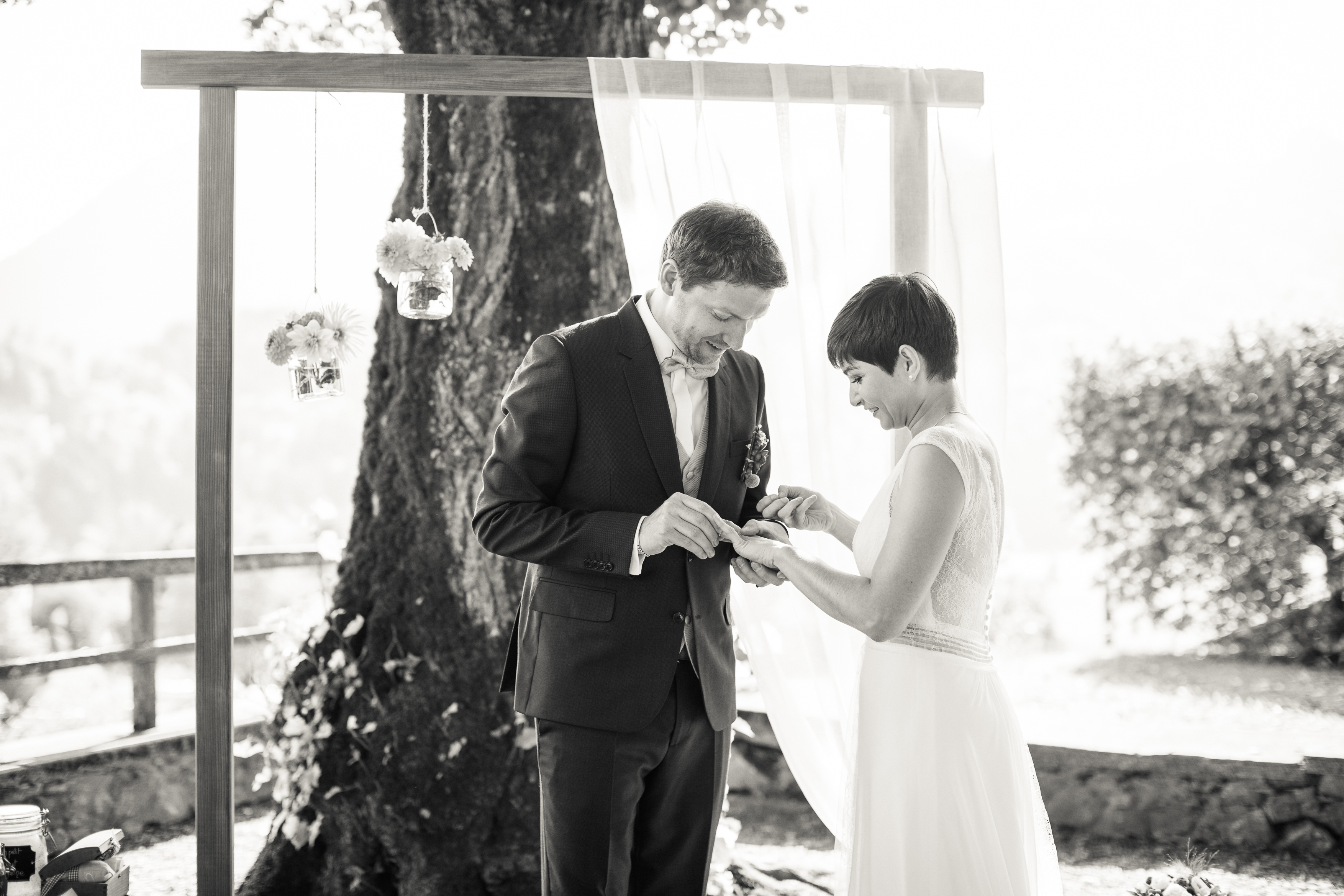 Mariés en gruyère, mariage montagne, mariage nature, mariage gruyère, cérémonie laïque, échange des alliances