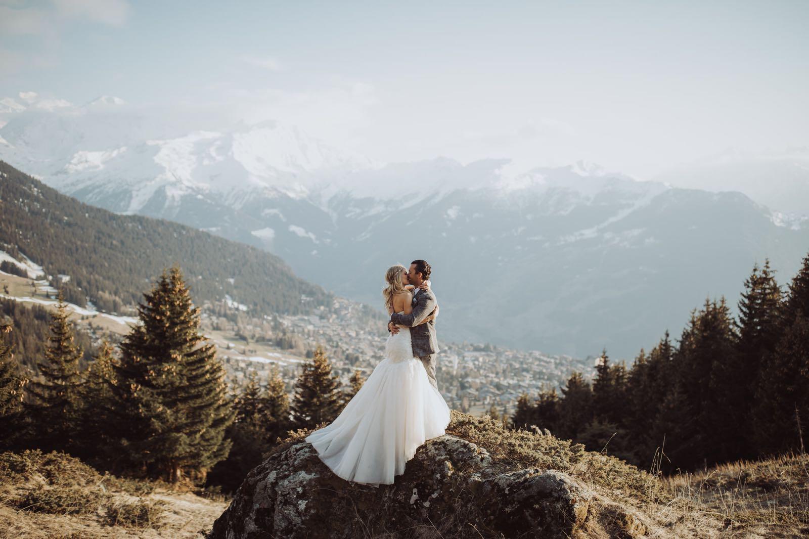 mariage suisse, alpes, verbier, mariage hiver, montagne, mariés, cérémonie laïque