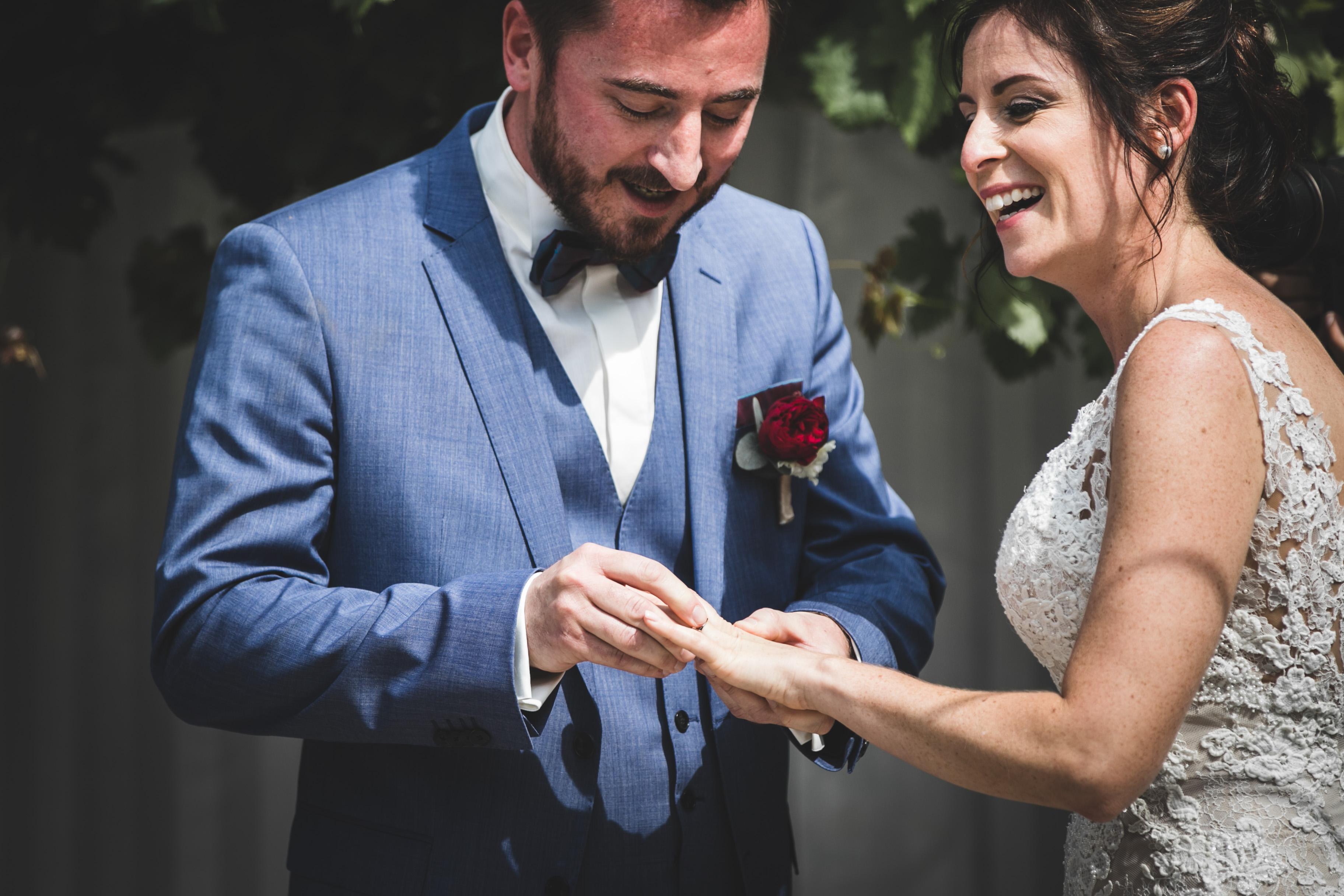 Photo mariage, couple, cérémonie laïque, mariage suisse, mariage laique, bleu je te veux, mariés, wedding