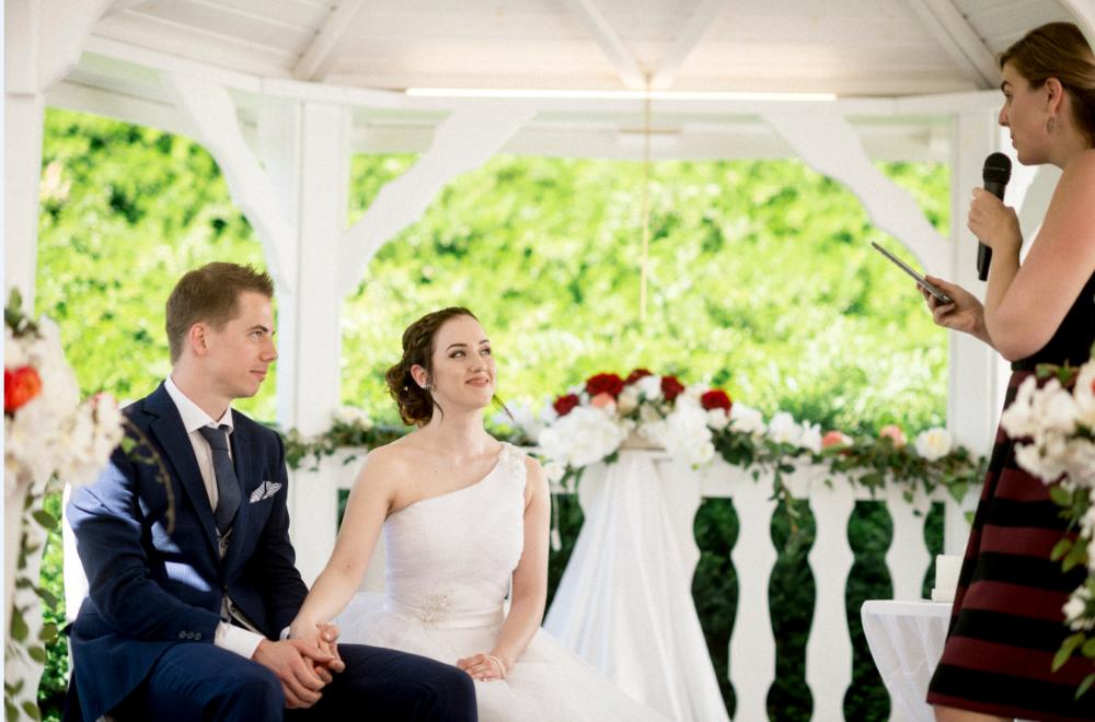 Photo de couple, mariage suisse, mariés, cérémonie mariage, bleu je te veux, mariage laique, cérémonie laique, mariés, Tania Kohler, Mariage trois lacs