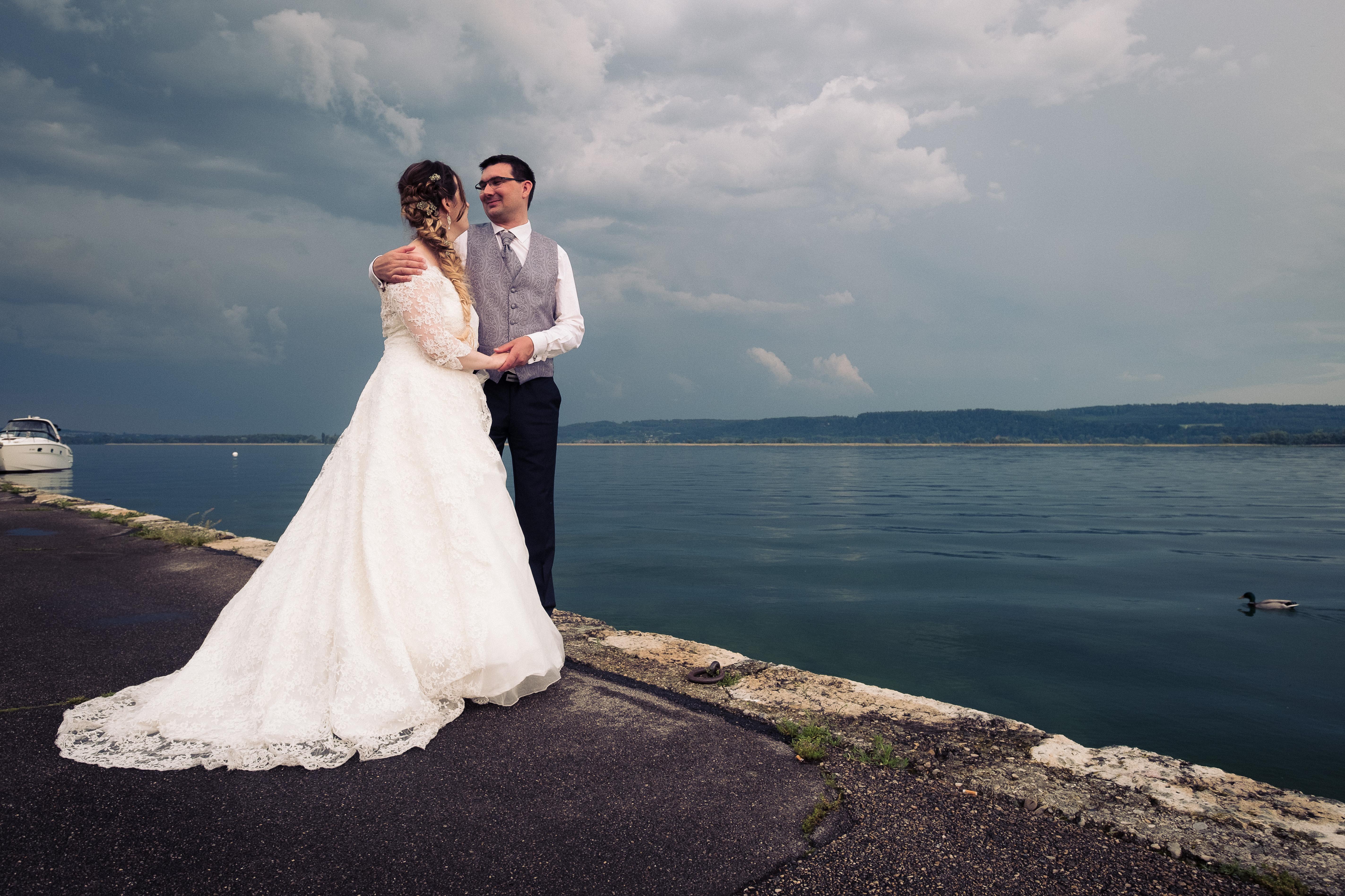 Photo de couple, mariage lac neuchâtel, mariés, couple, mariage suisse