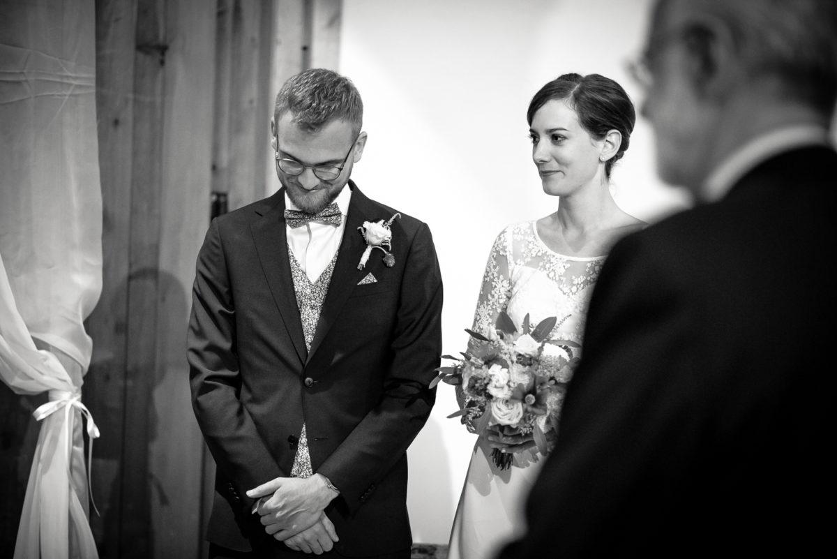 Mariage en gruyere, mariage fribourg, cérémonie laique, cérémonie non religieuse, célébrante, officiante, bleu je te veux, mariage suisse, photo de mariage