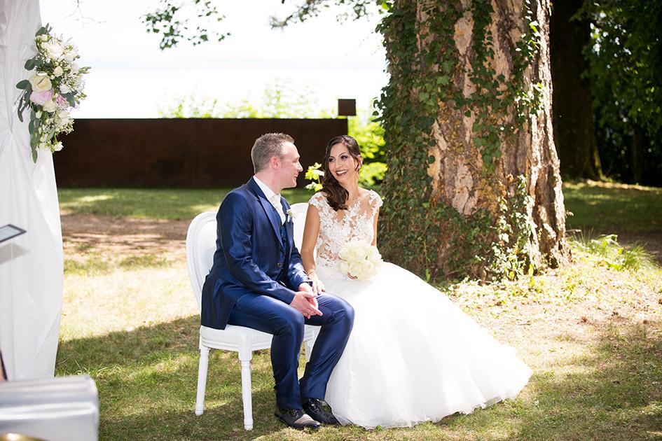 Mariage, photo de couple, mariage suisse, mariage neuchâtel, cérémonie laique, cérémonie suisse, bleu je te veux, célébrant mariage, mariage non religieux, mariés, photographe de mariage