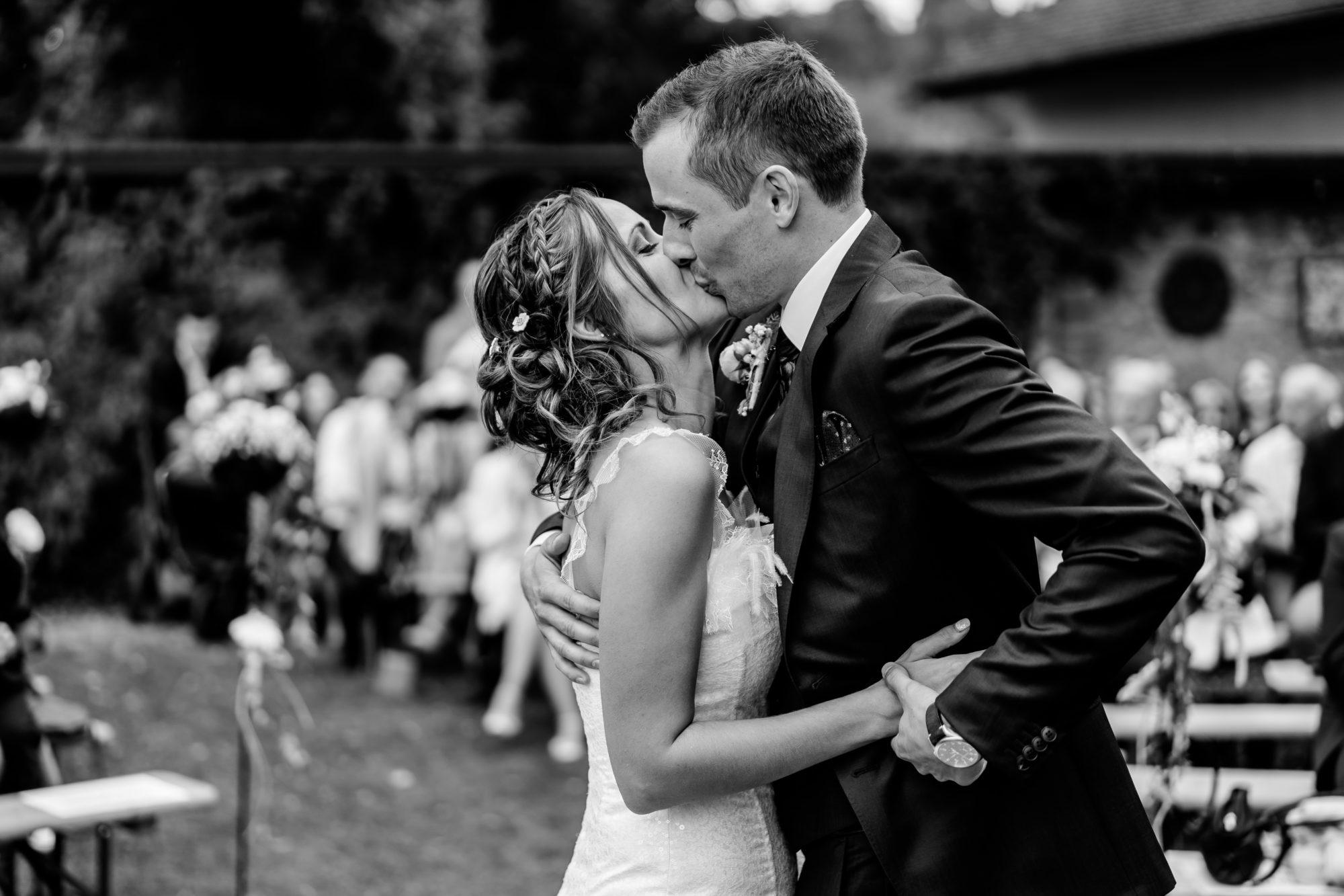 Mariage, photo de couple, mariage suisse, mariage Fribourg, cérémonie laique, cérémonie suisse, bleu je te veux, célébrant mariage, mariage non religieux, mariés, photographe de mariage